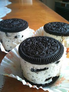 Mini Oreo Cheesecakes.......My husband would love this!!