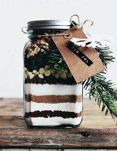 Christmas Gifts in a Jar -  Homemade Brownie Mix - Click pic for 25 DIYChristmas Gifts