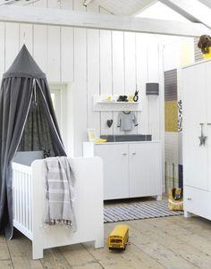 Babykamer on Pinterest  Giraffes, Baby Rooms and Nursery Storage