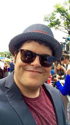 #JoshGad, thanks for taking a #selfie for us on the #AngryBirdsMovie red carpet.