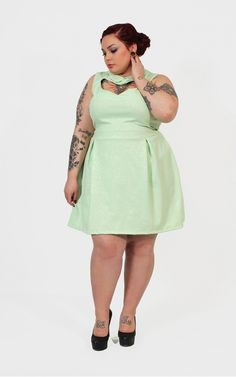 I'd love a dress like this if it were in a color more suited to my skin tone...