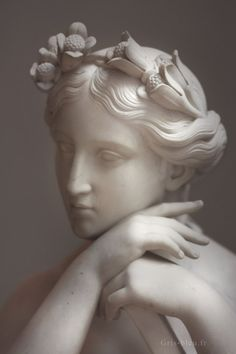 Psyché ~ Louvre Museum ~ Paris    Now how come her hands look smooth and perfect and mine are always dry with tons of freckles.