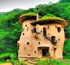 Art en Ciel: HAPPY FANTASY HOUSES (BUT REAL) Ok, not a bird or fairy house, but still fairy like!!!