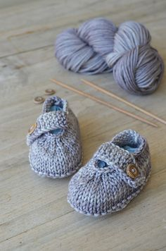 Abc Knitting Patterns Baby Booties : patronen poppenkleertjes en knuffels on Pinterest American Girl Dolls, Hake...