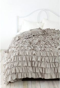waterfall ruffle duvet cover... my rat ate the ruffles :{