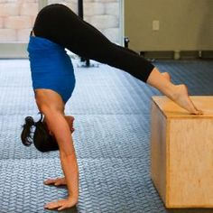 Learn freestanding hand stand push ups