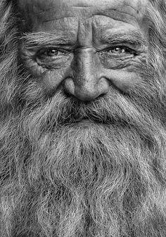 Vieux hommes enregistrés adolescent saoul