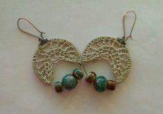 Aretes en crochet  y piedras turquesa.
