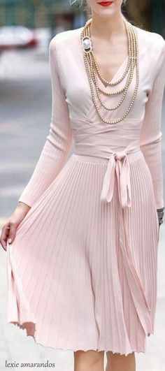 ❤️ I used to have a dress like this but it was a beige... The pink is much prettier!!! Would love to have this in my closet!