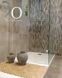 Jolie salle de bain avec mur du fond en mosa que for Carrelage bati orient