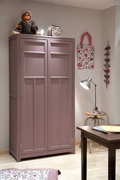 Armoires on pinterest armoires wardrobes and - Repeindre vieille armoire ...