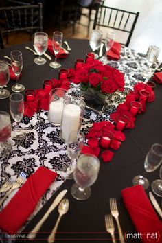 Simple damask table runners to keep with the decor theme.