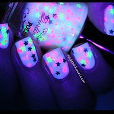 NEON & STARS AHHHHHHHHHHHHHHHHHHHHHHHH kill me nowwwwww those nails are soooooo stickin cute and they are glow in the dark