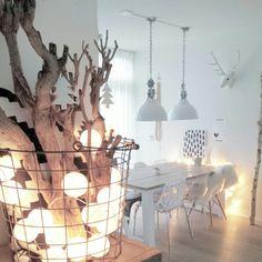 Scandinavisch ☆wit ☆ hout ☆lampjes ☆ eettafel