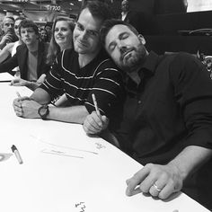 What do you think--is this a legit truce, or just a photo opp for the people of Gotham? Way to make us ponder, @benaffleck.