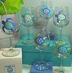Sea Turtle Design @Lizzie Kennedy I found what you should put on the wine glass if your still going with that for my b-day!