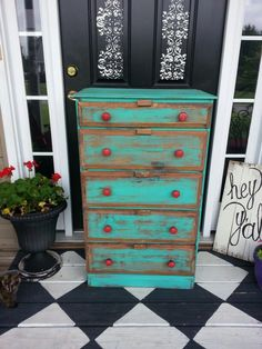 Turquoise and red! I have a dresser I can do this to!