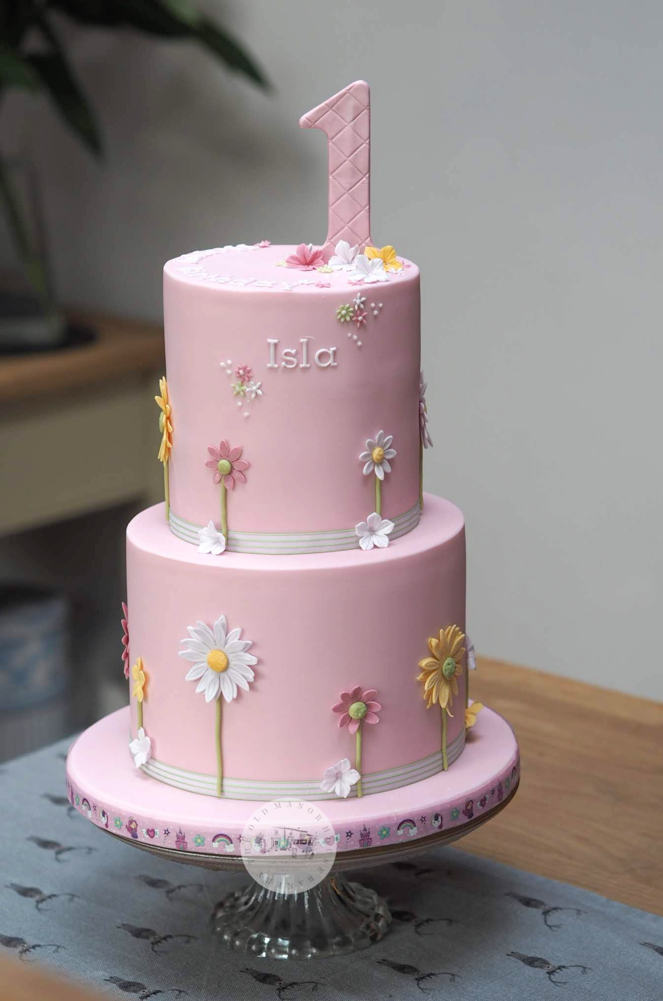 Pretty girls first birthday cake with pretty flowers, 2