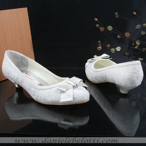 Fashion Shoes White Satin With Overlaid Lace Closed Toe Low Heel Wedding