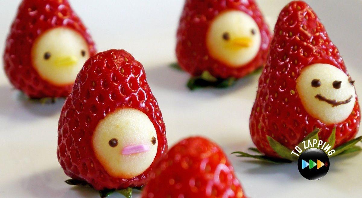 Cómo hacer muñeco de fresa con manzana. Hoy te queremos presentar una receta muy original, de frutas y llena de vitaminas. Este muñeco de fresa con manzana