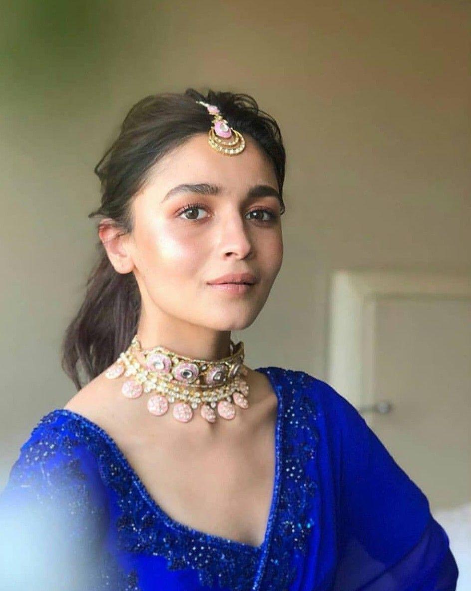 Alia Bhatt looks like a dream in Badrinath Ki Dulhaniya