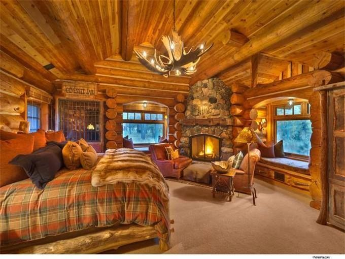 Beau Cozy Log Cabin Bedroom With Fireplace
