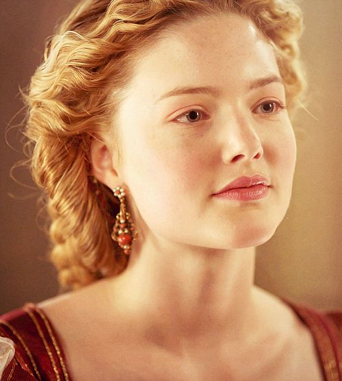 we have a pope, period ladies: holliday grainger as lucrezia...