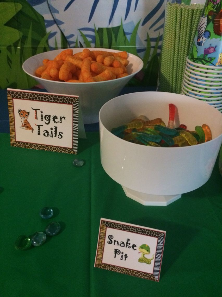 Jungle baby shower snack dessert table mesa de dulces pinterest mesa de dulces dulces y mesas - Aperitivos para baby shower ...