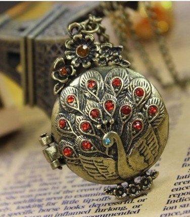 beautiful circle diamond peacock pattern locket necklace(can open)