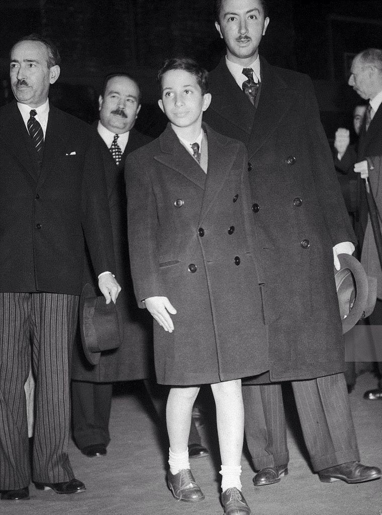 الملك فيصل الثاني والأمير عبدالإله في محطة فيكتوريا لندن 5 تموز 1946 Iraqi People Baghdad Jordan Royal Family