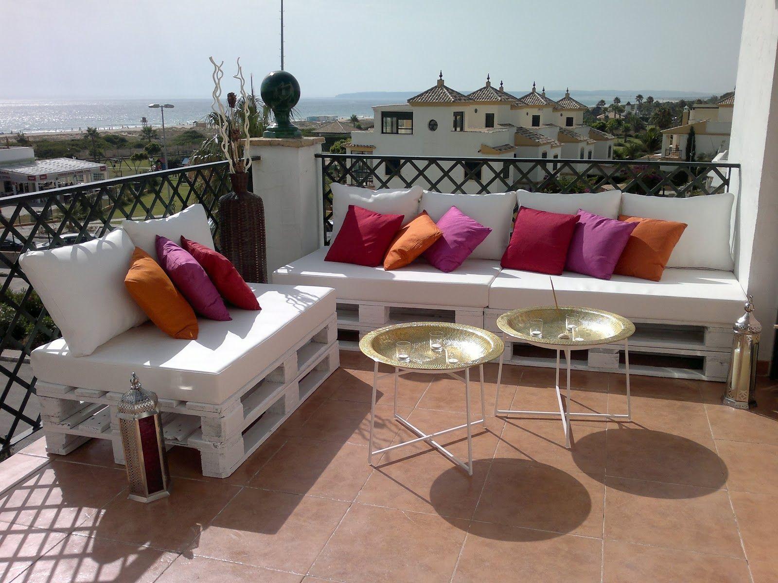 crear sofs de palets para la decoracin de terrazas y para interiores no resulta difcil con algo de maa e imaginacin una forma sencilla y econmica - Sofas De Jardin Baratos