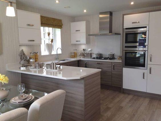 VIGO Greenwich Pull-Down Spray Kitchen Faucet With Deck Plate