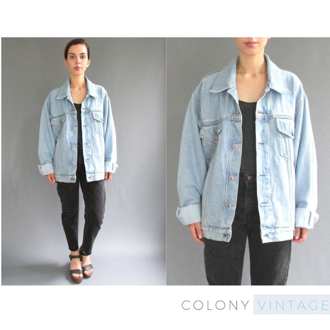 cc09ceb9eaed8 New to ColonyVtg on Etsy  90s Oversized Light Wash Denim Jacket Medium Large  - Womens Vintage Jean Jacket Medium - Vintage 90s Jacket - Oversized Jean  ...