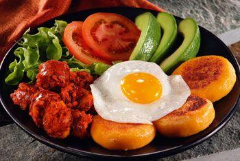 LLapingachos 2kg de batatas brancas/1 cebola picada/2 col de sopa de óleo  de urucum/1 gema /1 xíc de queijo branco ralado/4 ceboli…   Food, Ecuadorian  food, Recipes