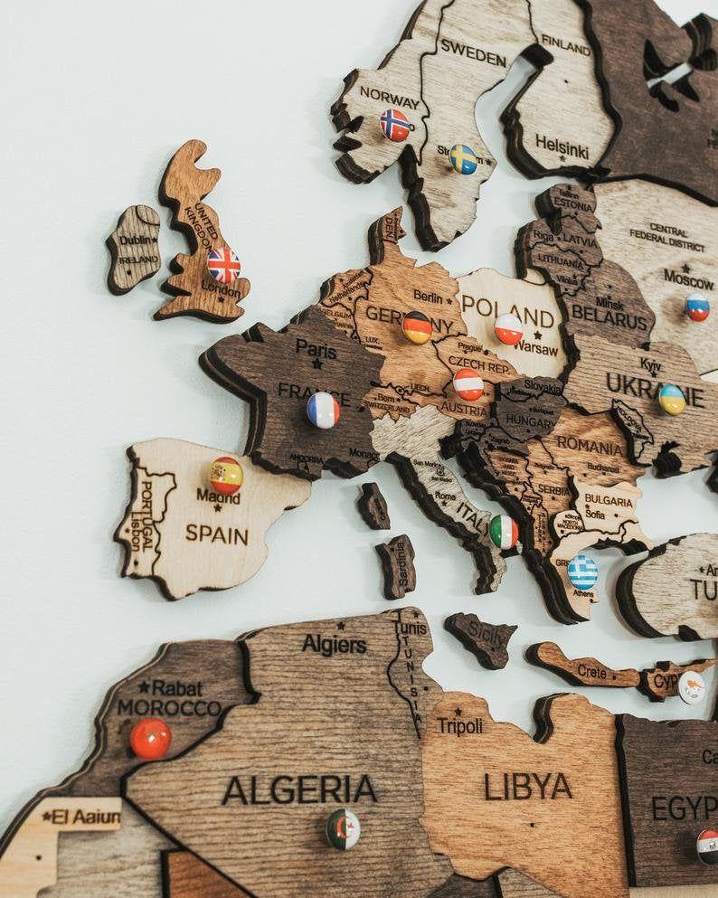 Welt Wand Karte Jahrestag Geschenk Weltkarte Holz Reise Push Etsy In 2020 Map Anniversary Gift Wooden Map Boyfriend Wall Art