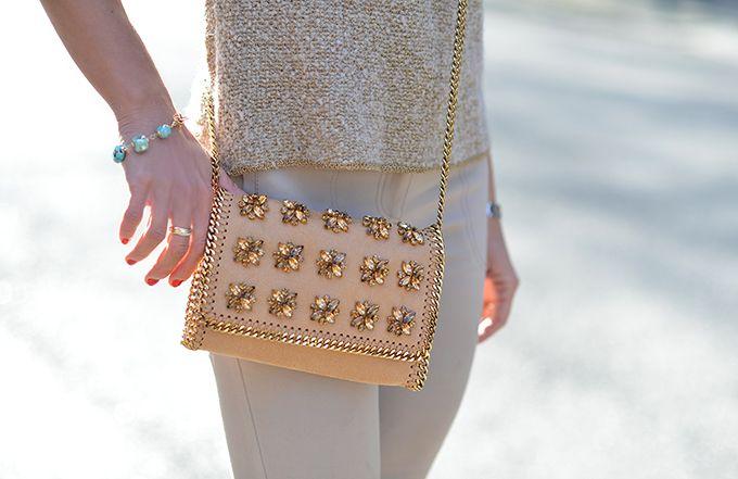 fashion blogger Dania Carbonini, mini bag Stella McCartney skinny pants beige MOschino