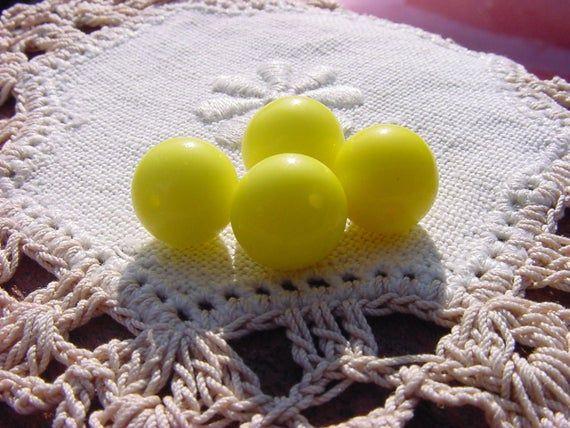 Lemon Buttercream Rounds Vintage Glass Beads #lemonbuttercream