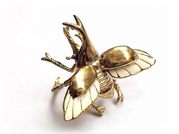 Hey, j'ai trouvé ce super article sur Etsy, chez http://www.etsy.com/fr/listing/116242329/flying-rhino-beetle-ring-in-brass-with
