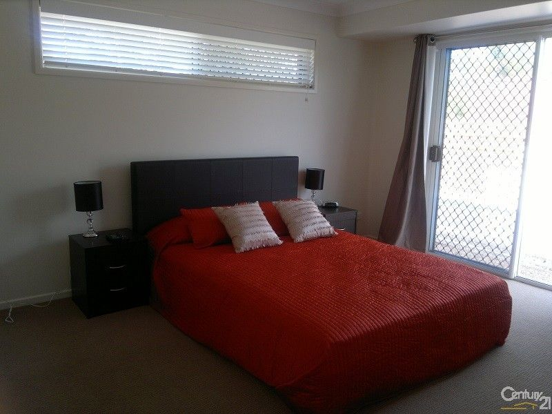 Modern Comfortable Queen Size Bedroom Holiday House Rental In Bowen Qld 4805