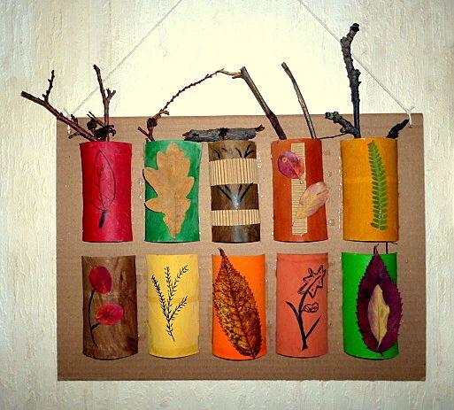 Herbstcollage aus toilettenrollen und bl ttern natur for Herbst mobile basteln kindern