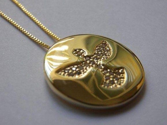 Corrente e pingente Divino Espirito Santo cravado zirconia folheado a ouro,  pingente medindo 2,3cm. e corrente medindo 18,5cm. R 45,00 aff91f2367