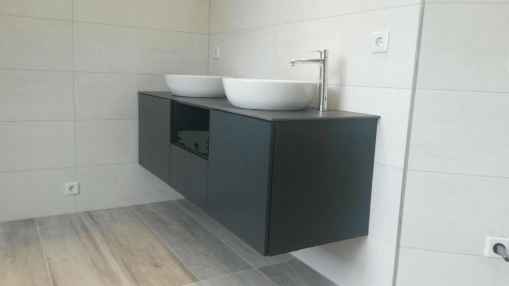 Badezimmerschrank in Anthrazit und Eternit Equiton