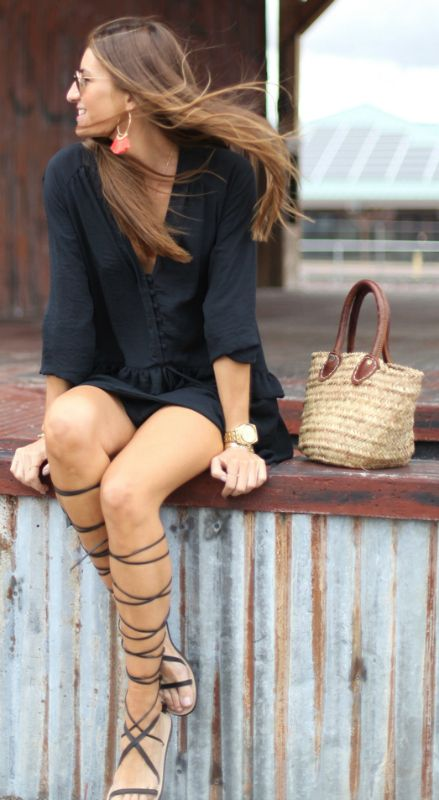 543d8f0eac31 Knee high gladiator sandals + absolute winner + Silvia Garcia + super cute  royal navy dress + overall sophisticated but casual style + ideal for  summer ...