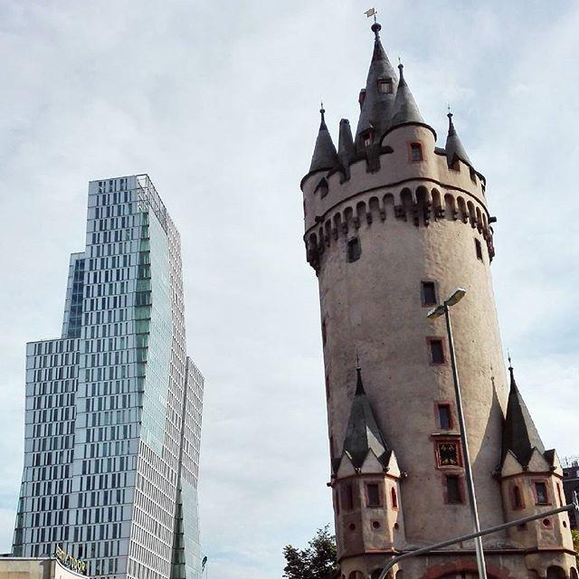WEBSTA @ herz.allerliebst - Beautiful contrast.#frankfurtdubistsowunderbar #eschenheimertor