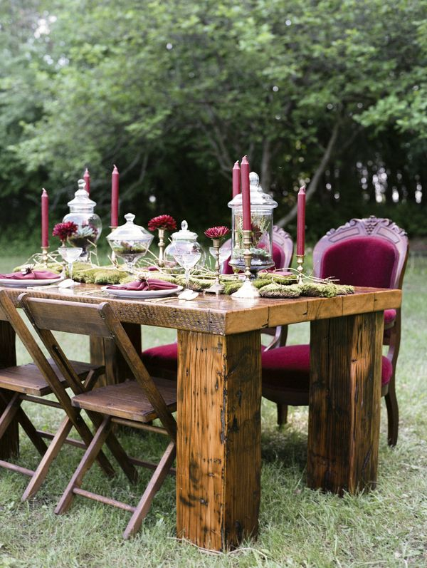 Cranberry, moss and gold fall rustic wedding inspiration with a moss floral runner and deep lush floral decor | See the full inspiration: http://www.xaazablog.com/cranberry-moss-and-gold-wedding-inspiration/ | Photography: Lemon Twist Images #fallwedding #autumnwedding #fallweddingdecor