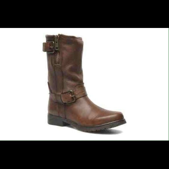 Steve Madden 'Puzzled' boots REAL LEATHER Steve Madden 'Puzzled' boots with zipper and buckle .. Perfect for the winter with how warm the leather is and unique twist on the typical knee length boots !! Sold out everywhere  Steve Madden Shoes Combat & Moto Boots