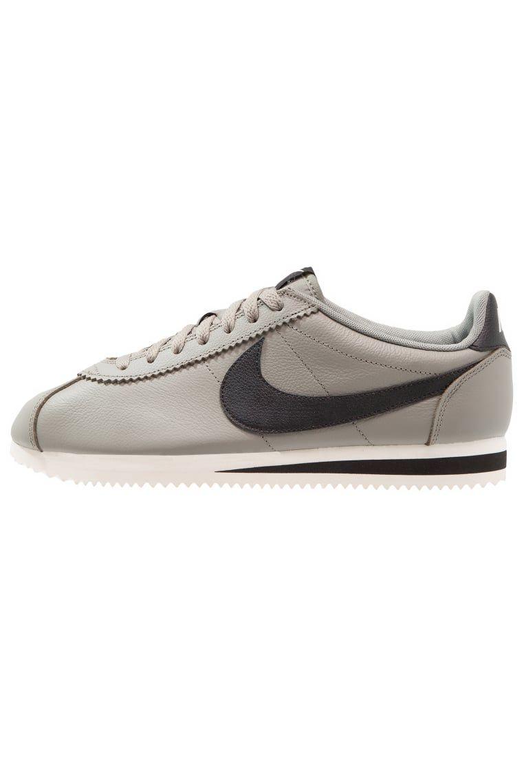 lowest price b4e92 0460c ¡Consigue este tipo de zapatillas básicas de Nike Sportswear ahora! Haz  clic para ver