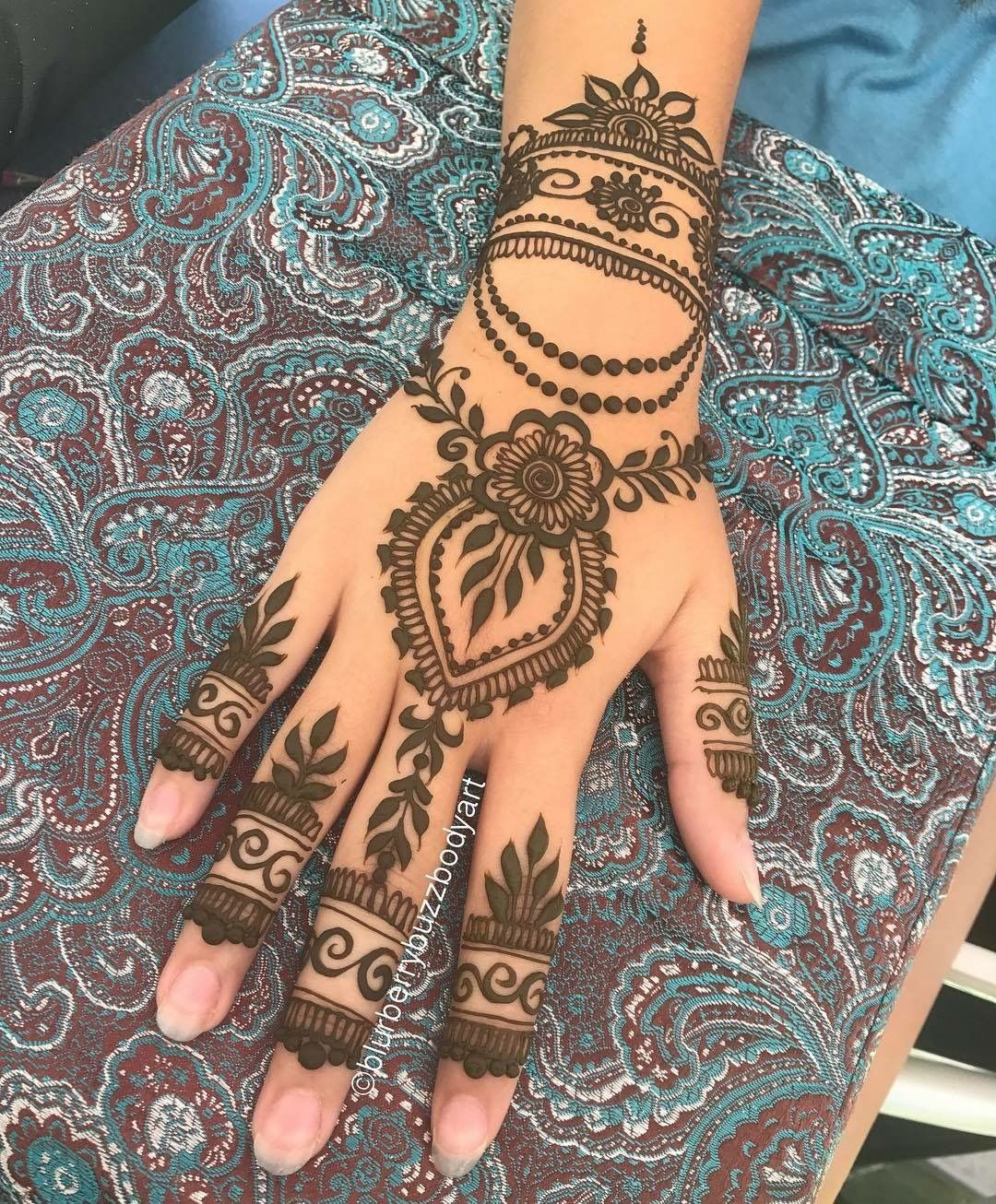 Pin by Leesa Freward on Henna design and inspiration (With