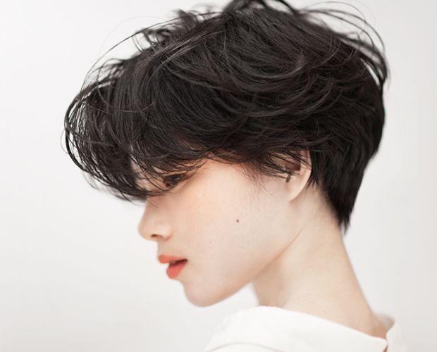 セミドライで軽やかなショートヘアスタイル – SHORT
