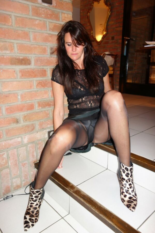 Mature stoching upskirt